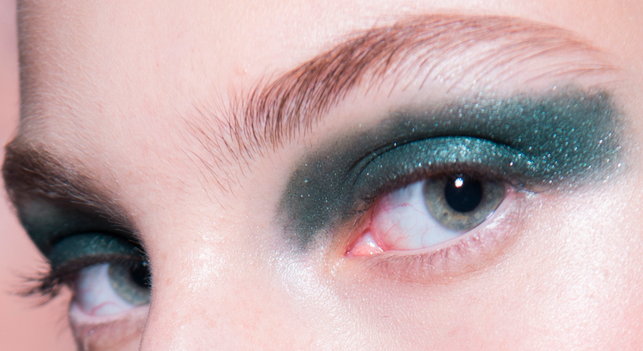  Geometric green: Burnished Sage from the Eye Palette, also applied freeform across the lid  Nude: Blonde Cumin and Metal Saffron from the Eye Palette, blended together in centre of the lid.
