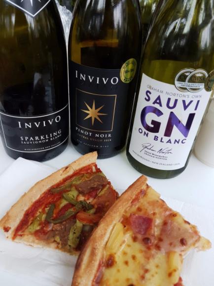 Smcakl-hell-pizza-invivo-wine