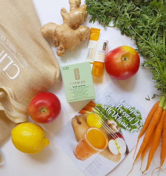 Clinique has sent over healthy ingredients for a fresh pressed juice with vitamin C, and their brand new Fresh Pressed 7-day system with pure Vitamin C to brighten, even, and retexturise skin.