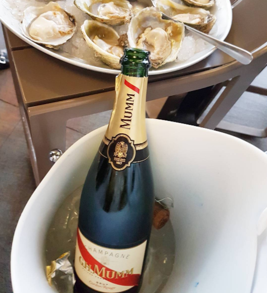 Champagne GHMUMM and oysters, at Harbourside!