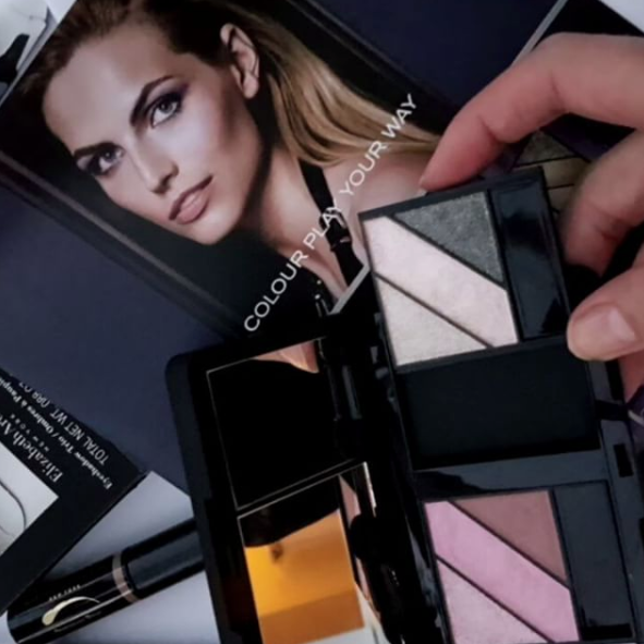 Slide your own eyeshadow trio selections into the Little Black Compact to give you infinite choices, with the new Elizabeth Arden Eyes Wide Open collection