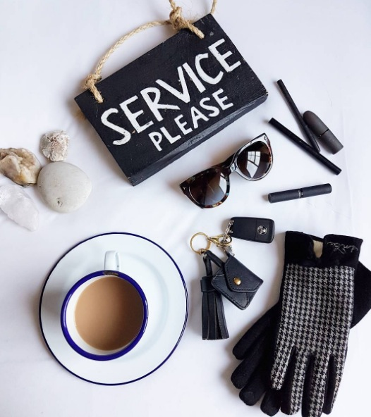 Today's essentials, at Sherwood Queenstown! Hot cup of tea on Sherwood hotel's cool enamel crockery in the rooms, touchscreen houndstooth gloves by Emke Shop, makeup by MAC, car thanks to Avis New Zealand. Loving Queenstown!