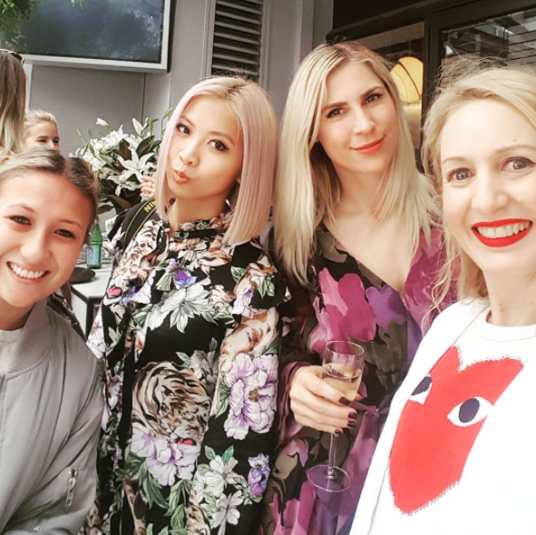 With food blogger @juliawoolf (photobombed by Matilda Rice), fashion babe @thesleekavenue, health and fitness queen @sunnivaholt and me, professional eater, at @soulbarandbistro LA chic lunch today.