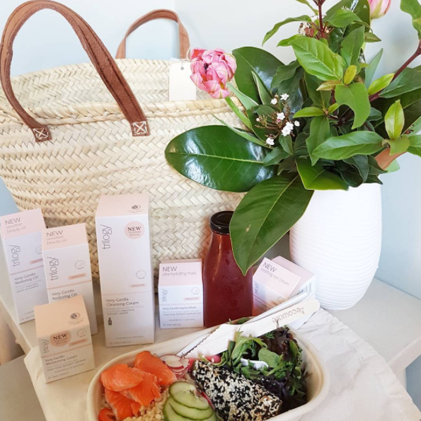 Stunning delivery from the new Trilogy Sensitive range with a Winter Booster salad and juice, a bouquet of flowers, all in a handwoven basket. Beautiful and good for you, just like Trilogy