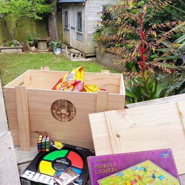 A wooden crate of retro nostalgia games has arrived to the delight of the children, and reminding me of my childhood, from Abes Bagels on the launch of their Sunmaid raisin cinnamon bagel crisps which will remind many of us of our school lunches from the olden days! Yum