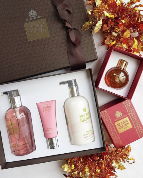 Molton Brown London holiday gifting- the classiest gift boxes ever. They have a warrant to supply toiletries to Her Majesty the Queen. You can pick up a gift - in New Zealand from Smith and Caughey's- from $25 for the festive bauble of fragranced shower gel.